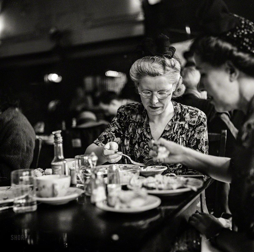A Bite Two Eat: 1943