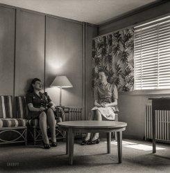Entre Nous: 1943