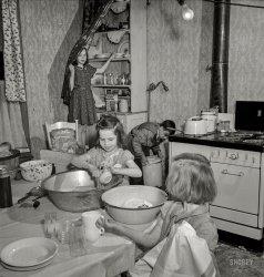 Sisters Grimm: 1943