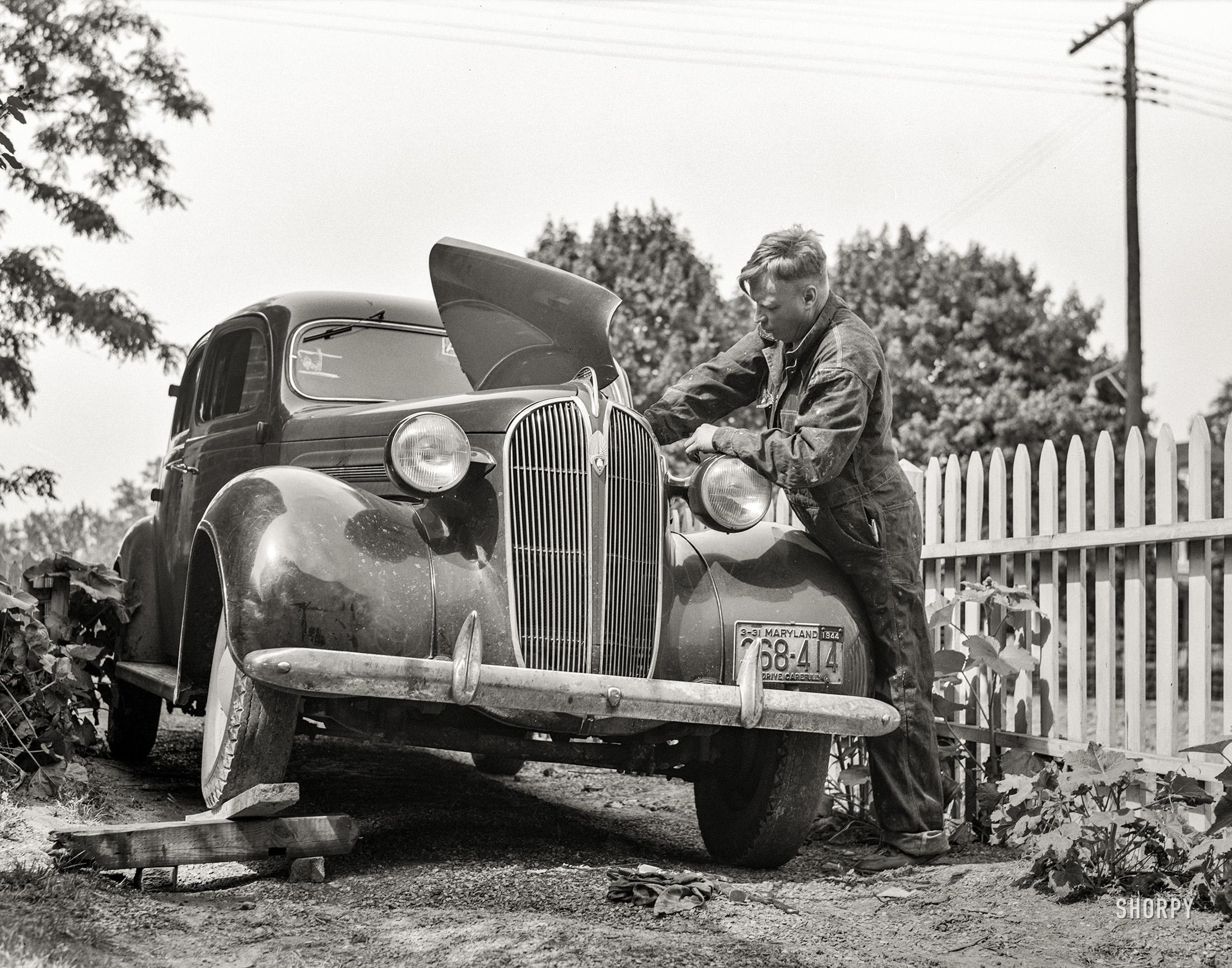 Backyard Mechanic: 1943   Shorpy   Vintage Photography