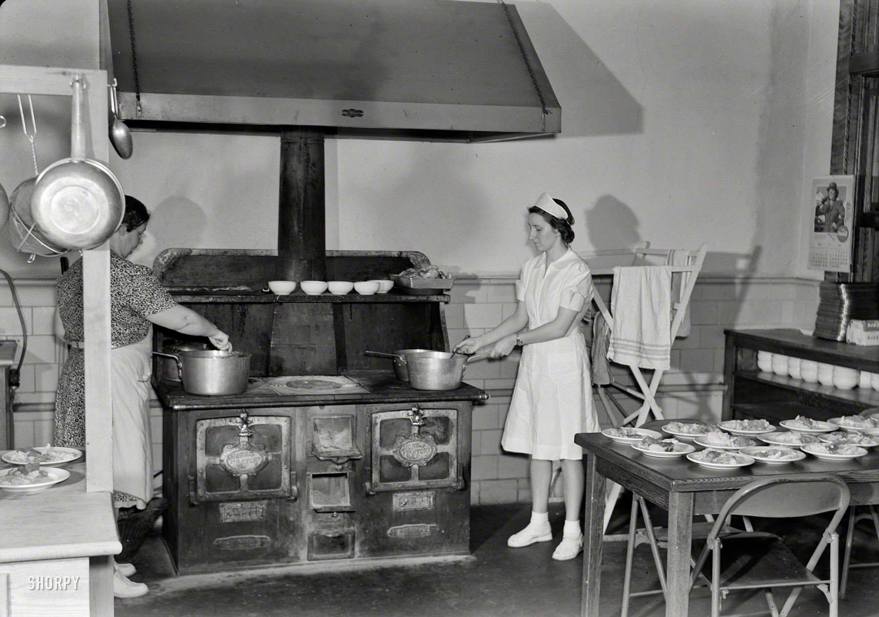 Shorpy Historic Picture Archive :: School Lunch: 1943 high
