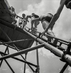 Modern Photography: 1943