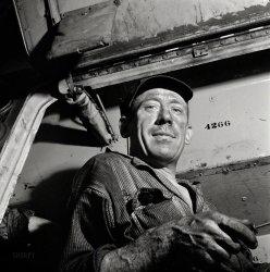 Hound Doc: 1943