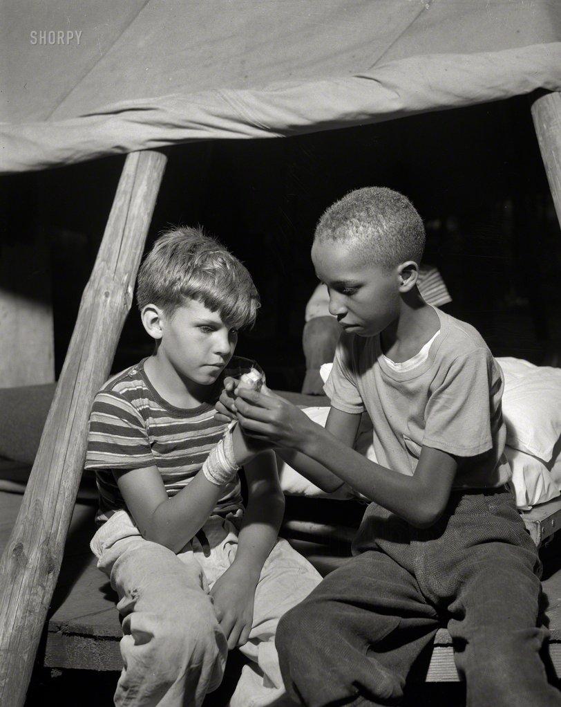 Splint in a Tent: 1943