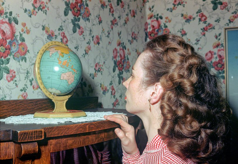 Small World: 1952