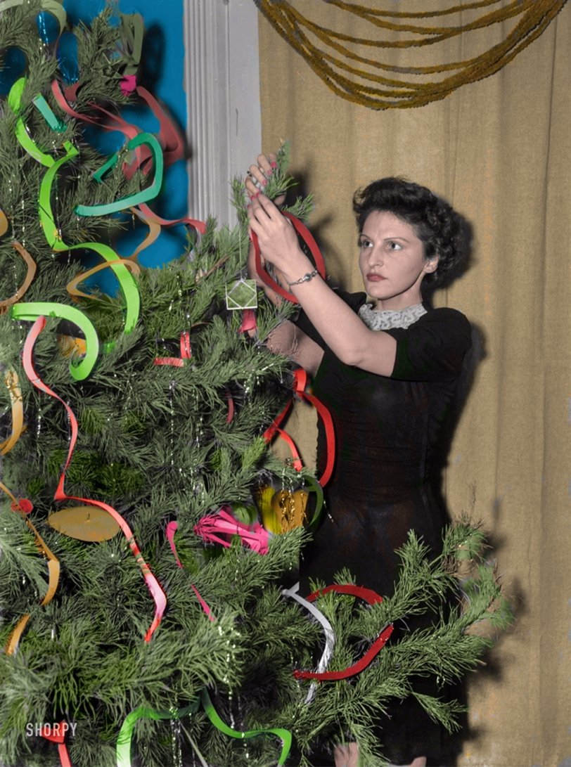 Deck the Hall (Colorized): 1943