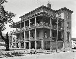 Rickety Manor: 1937