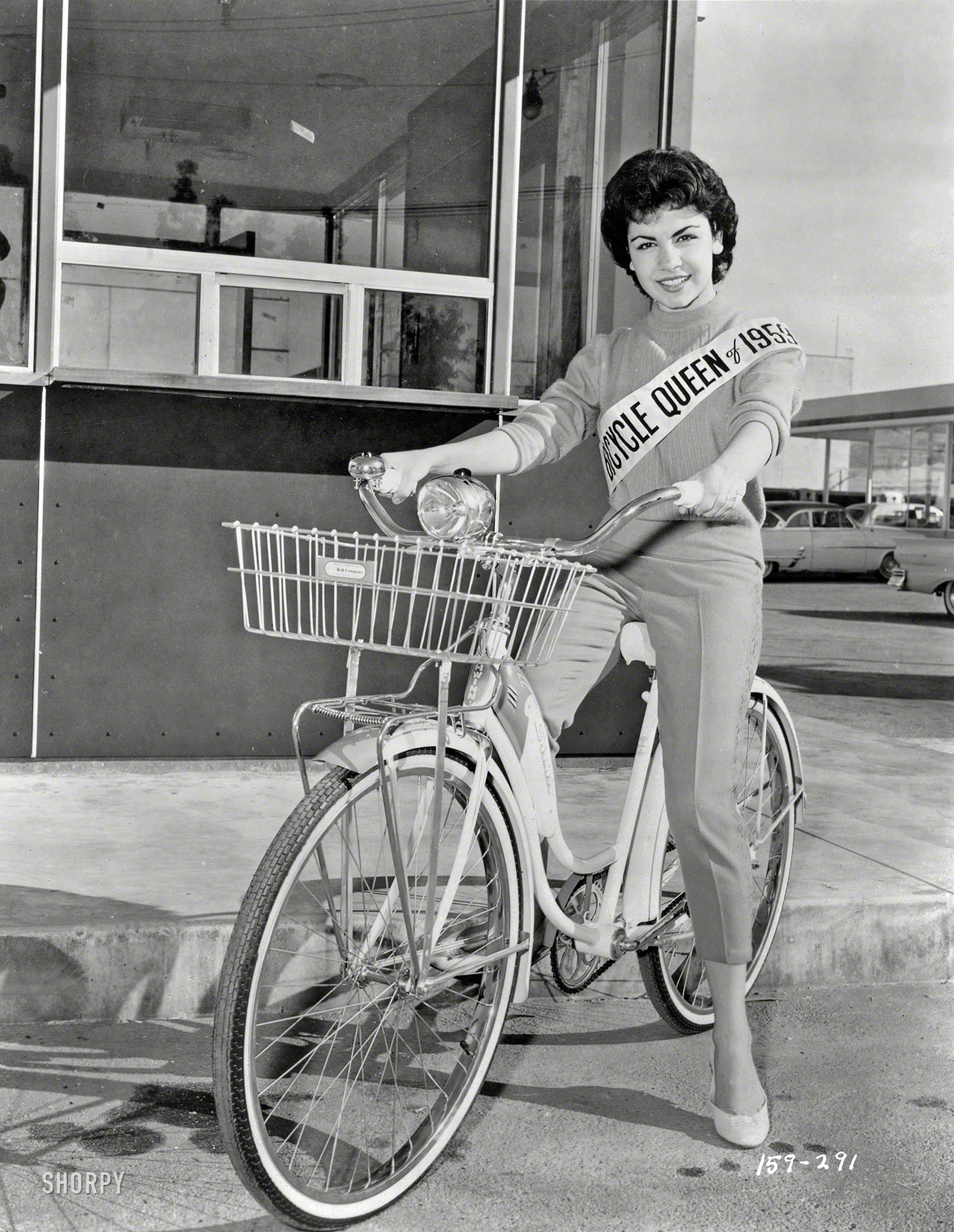 Shorpy Historic Picture Archive :: Bicycle Queen: 1959 high-resolution photo