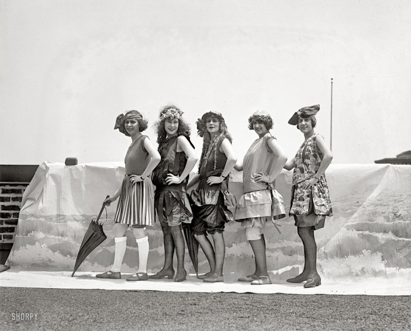 Bathing Girls: 1922
