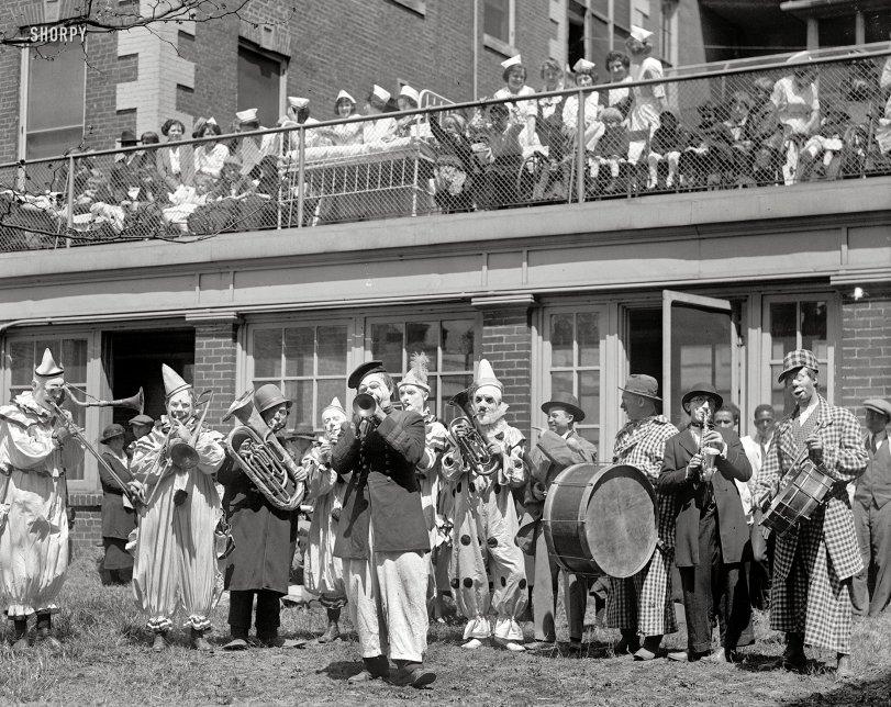 Clown Concert: 1923