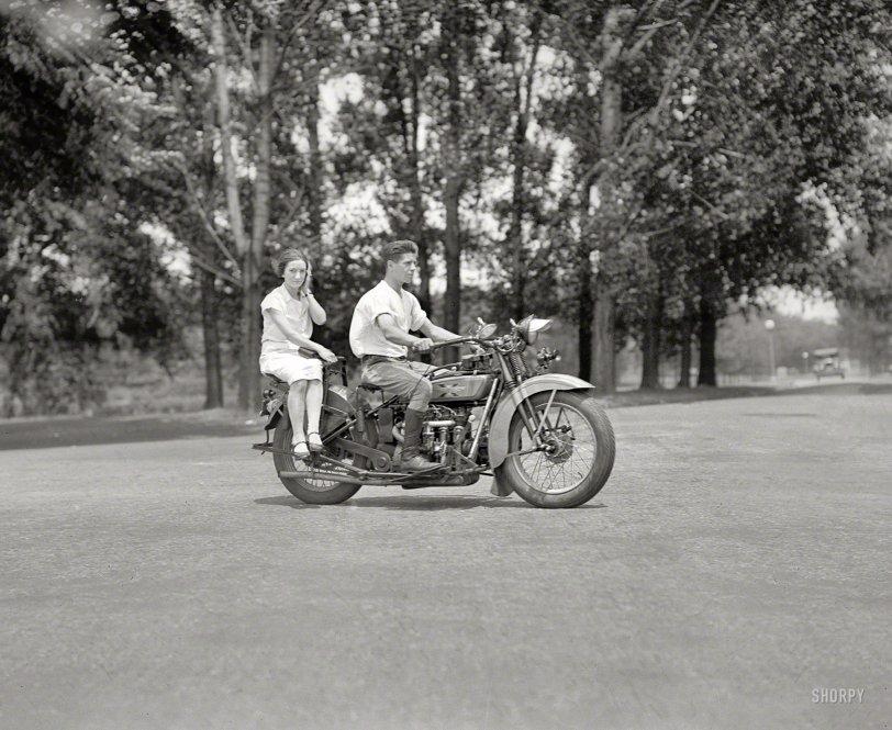 Sidesaddle: 1929