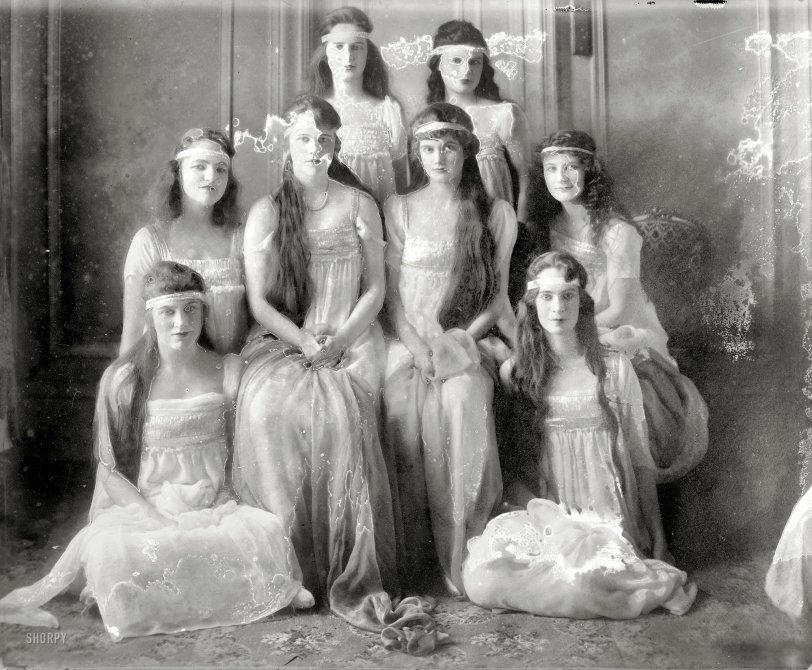 Society Girls: 1915