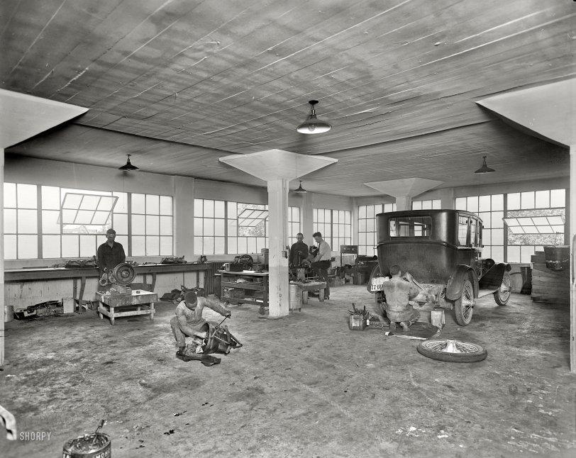 Oakland Garage: 1921