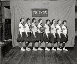 Friends Girls: 1920