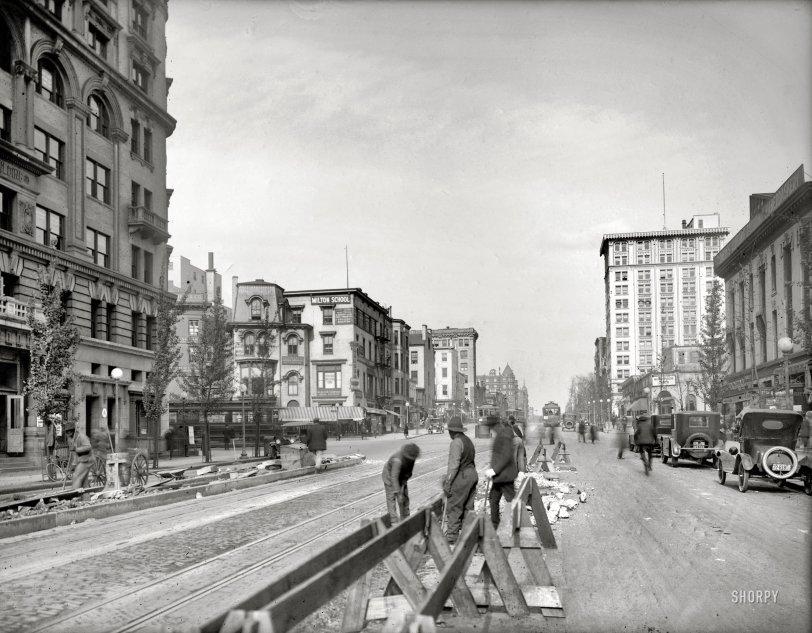 Work Zone: 1920