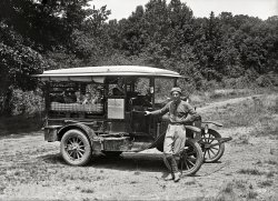 Texas Tourists: 1920