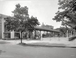 Petro-Palace: 1922