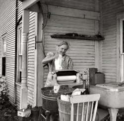 Modern Farmwoman: 1940