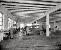 Lincoln Garage: 1925