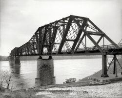 Railroad Crossing: 1906