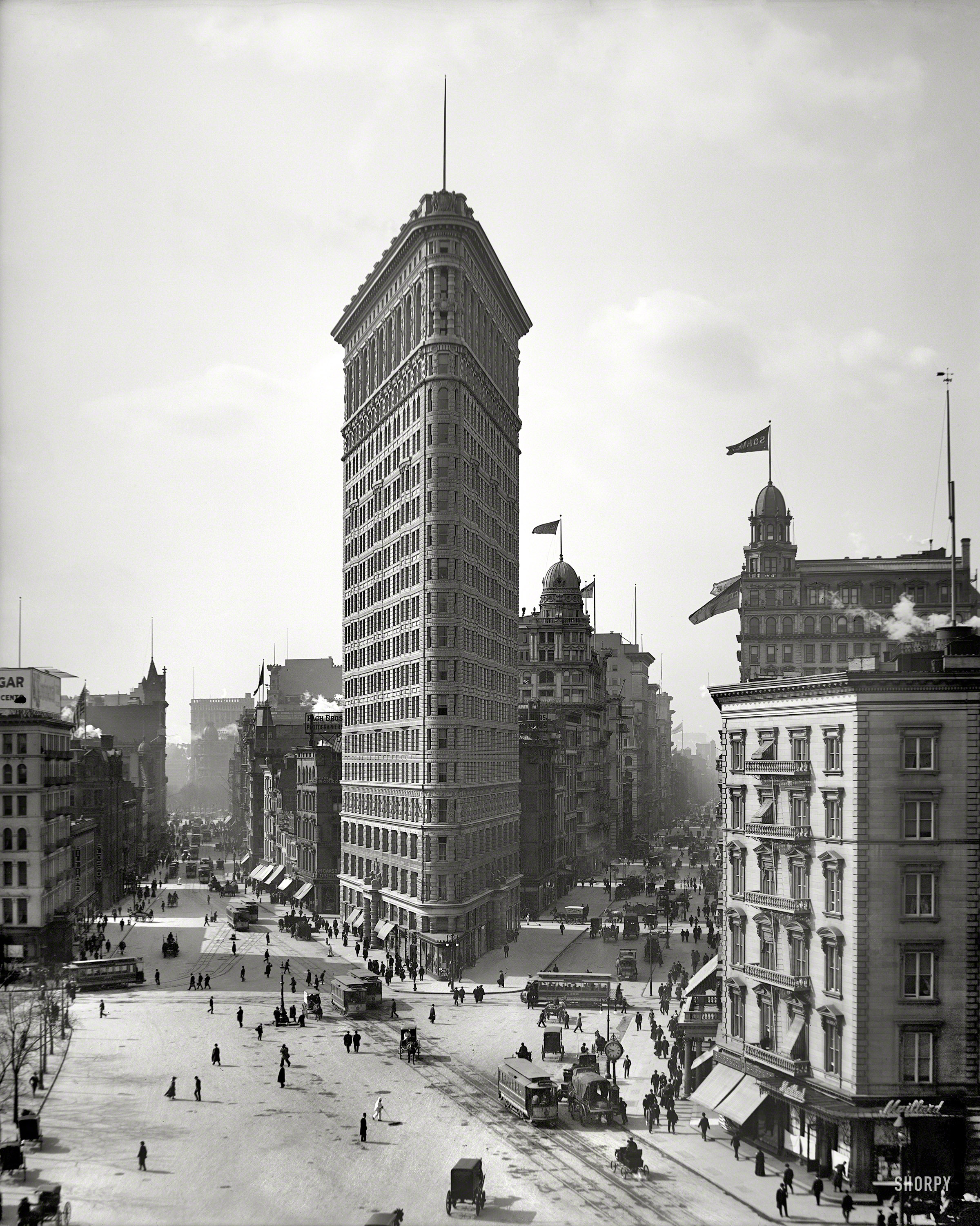 What Triangular Building Was The First Skyscraper In New York