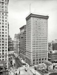 Big Box: 1905