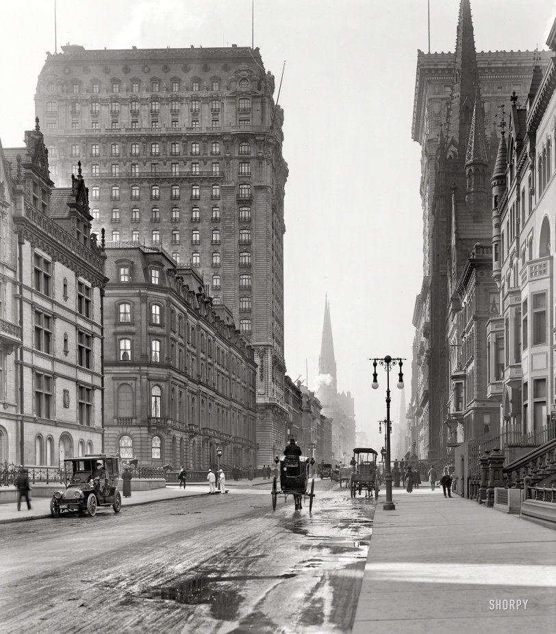 On the Avenue: 1905
