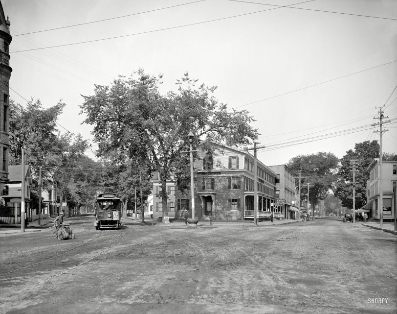Pleasant and Main: 1907