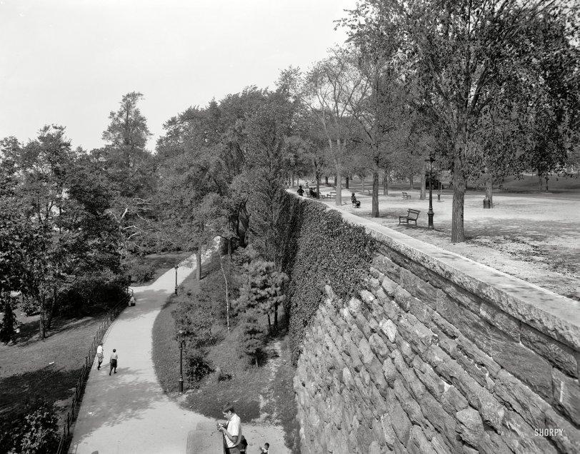 Split Level: 1910