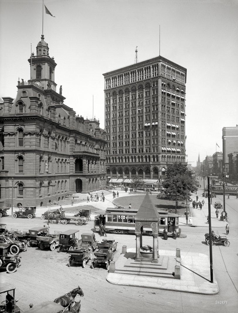 Bustling Detroit: 1910