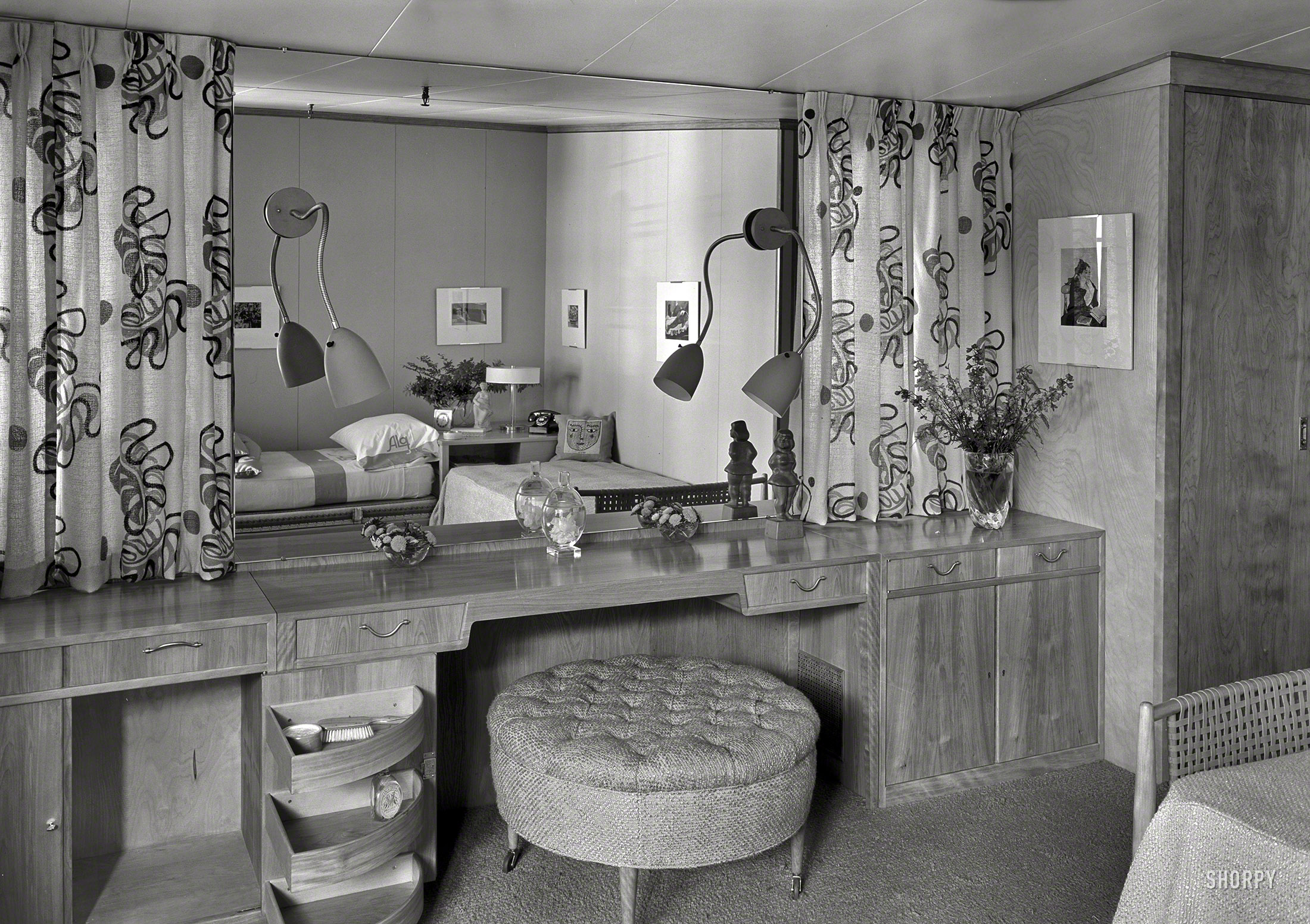Shorpy Historic Picture Archive :: The Boudoir: 1940 high