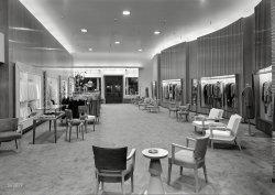 Chic Boutique: 1944