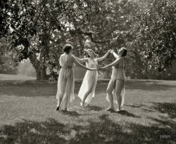 Sisters of the Sun: 1929