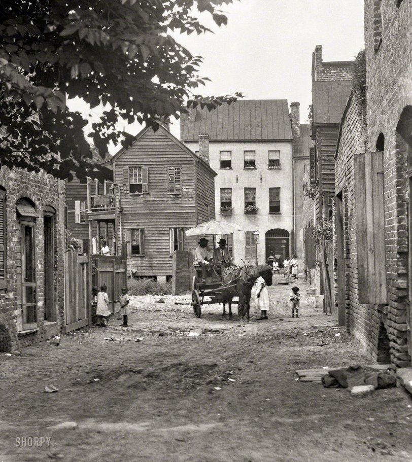 Gaslight Alley: 1920