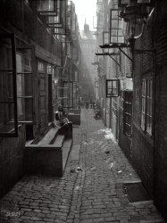 European Alley: 1910