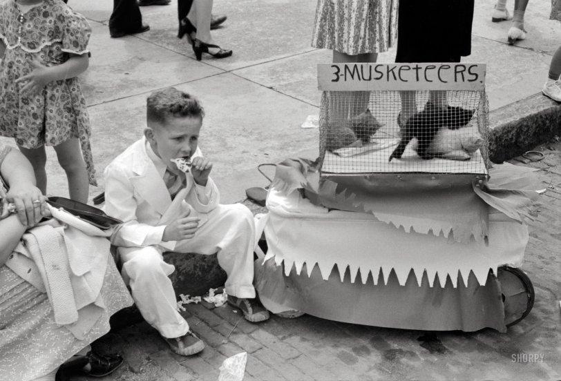 Cotton Kittens: 1940
