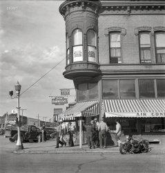 Skeet's Cafe: 1942
