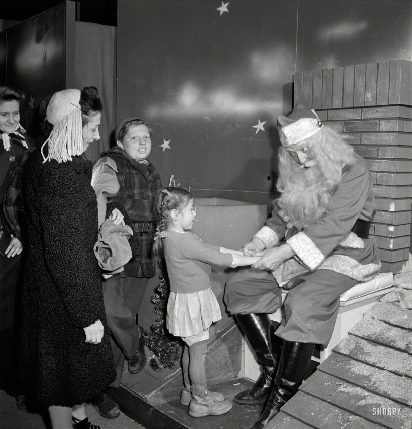Secret Santa: 1942