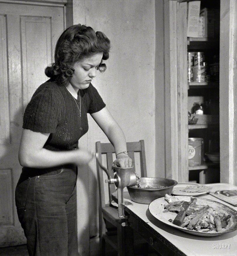 Grinder: 1943