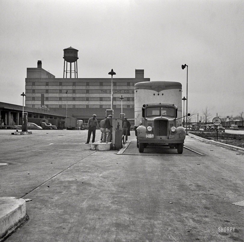 Truck Stop: 1943