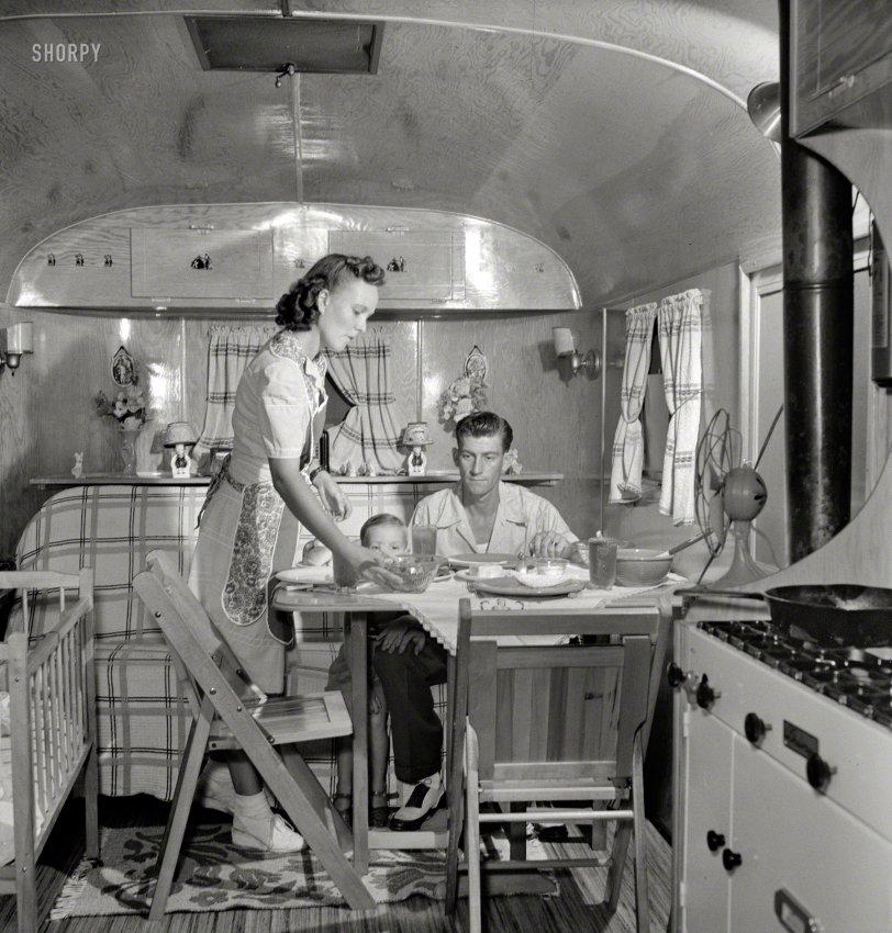 Let's Eat: 1943