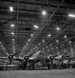 Flying Fortress: 1942