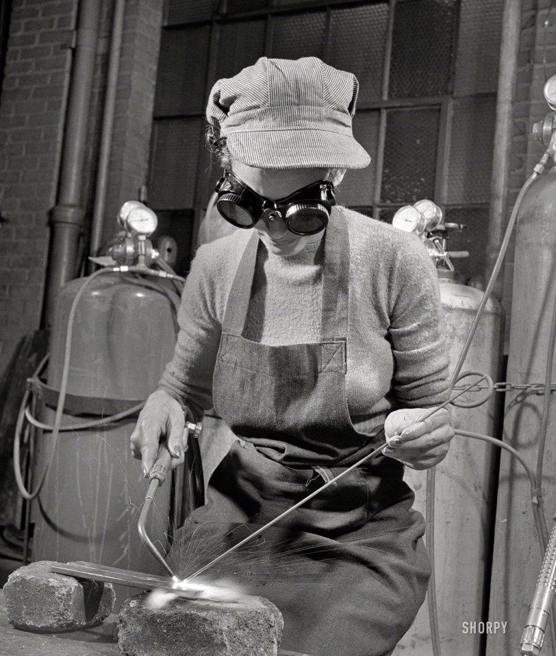 Goggles Girl: 1942