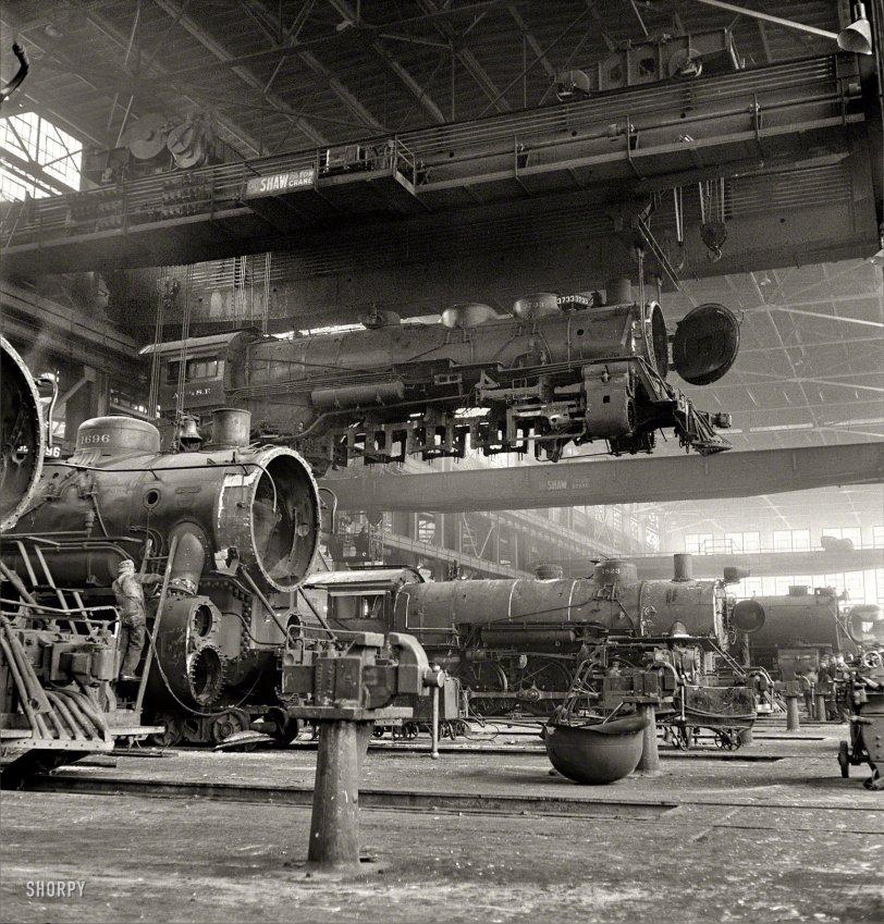 Santa Fe Flyer: 1943