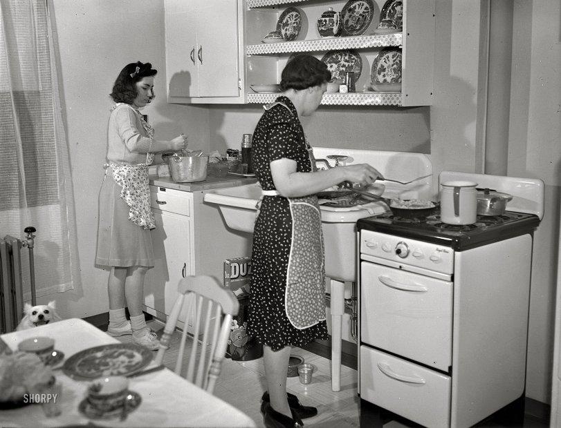 Modern Kitchen: 1942