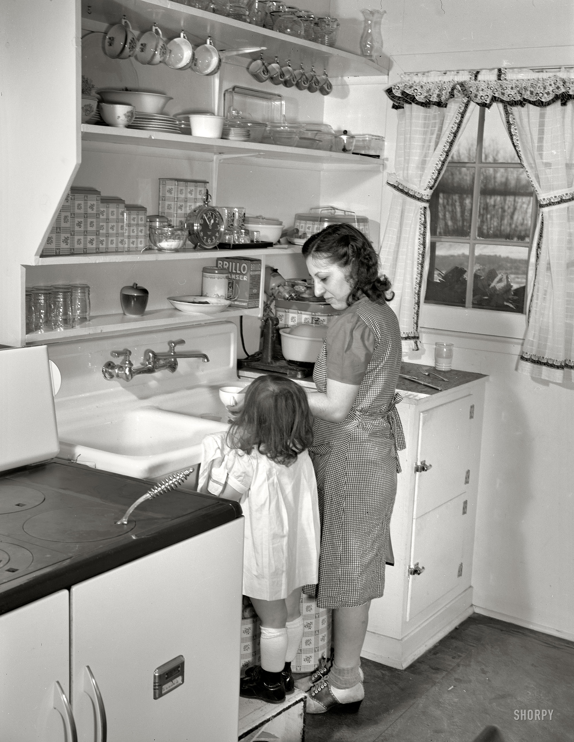Shorpy Historic Picture Archive Mother 39 S Little Helper 1942 High Resolution Photo