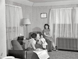 Plastic n Plywood: 1942