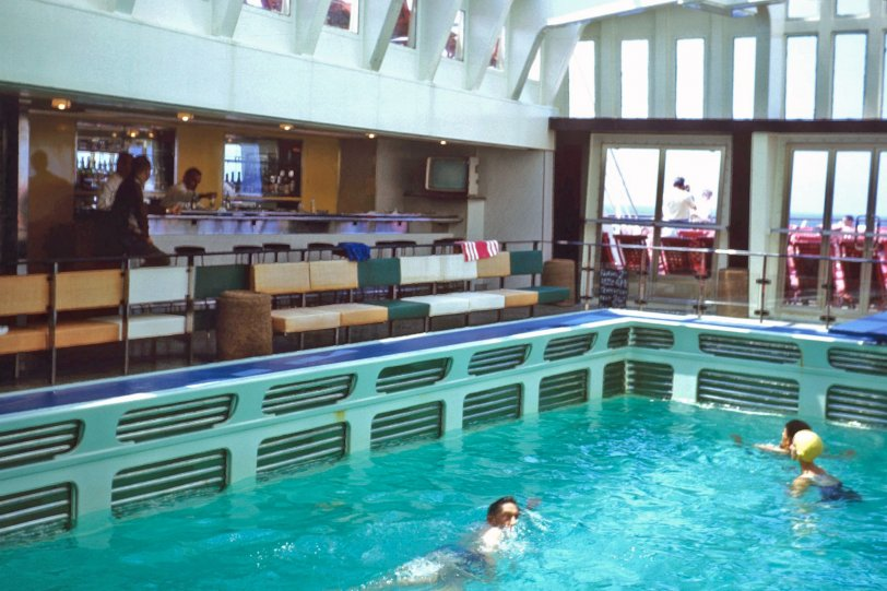 SS France Pool Bar: 1963