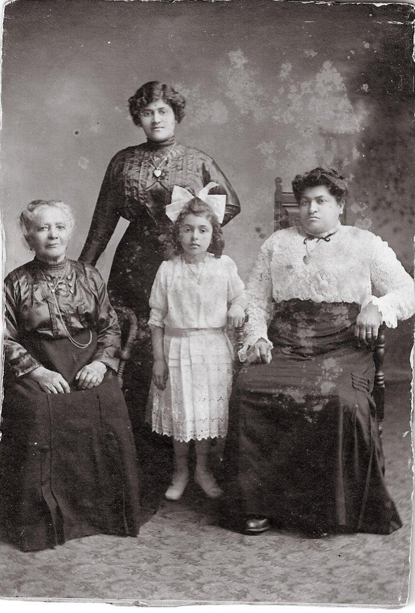 The Izzo Family: c. 1913