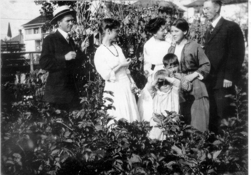 Robson family, Edmonton AB, 1916